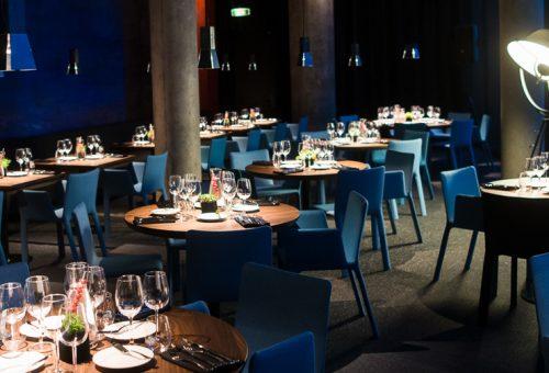 """Restorano """"Sala"""" atidaryme – įžymybių desantas su A.Saboniu priešakyje"""
