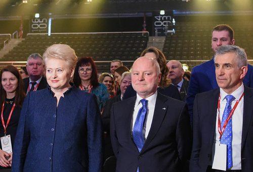 """Prezidentė D.Grybauskaitė """"Žalgirio"""" arenoje apdovanojo sparčiausiai augusias įmones"""